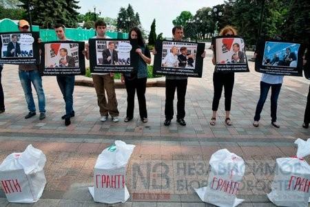 У ВР прошел пикет против экономических махинаций Немыри (ФОТО)