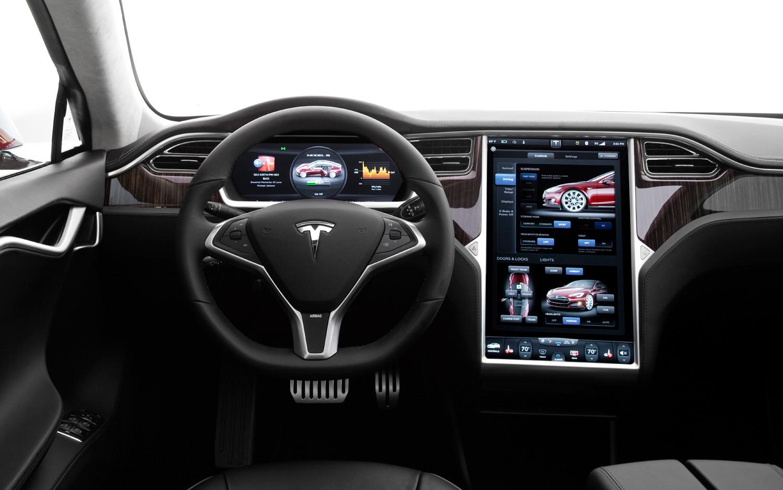 Електро конструкция Тесла С продаётся лучше чем БМВ и Мерседес