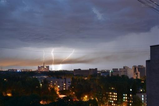 Граждане Запорожья вели наблюдение шаровидные молнии (фото)