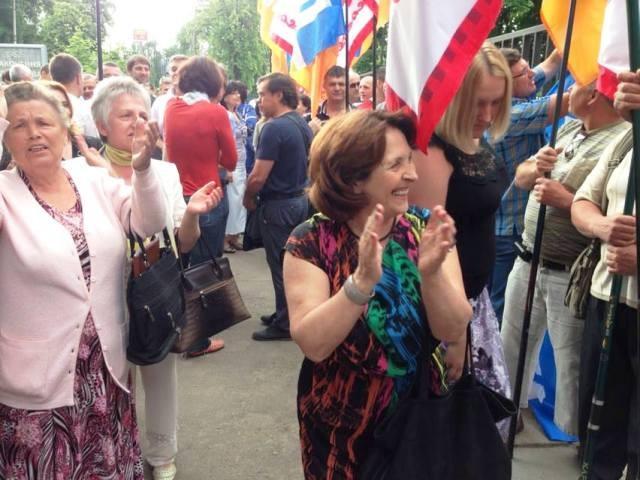 Около трибунала по делу экс-мэра Черкасс решили митингующие