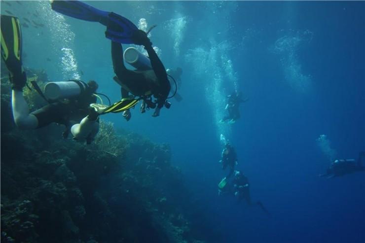 В Индонезии абитуриентам проводят подводные лекции