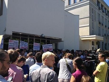 Под МВД посылают в отставку министра Захарченко