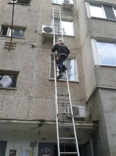 Под Николаевом девушка чуть не выпала из открытого окна