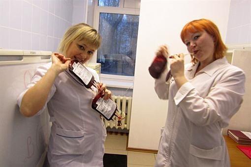 Дебош в России: медсестры организовали фотосессию с тяжелобольными