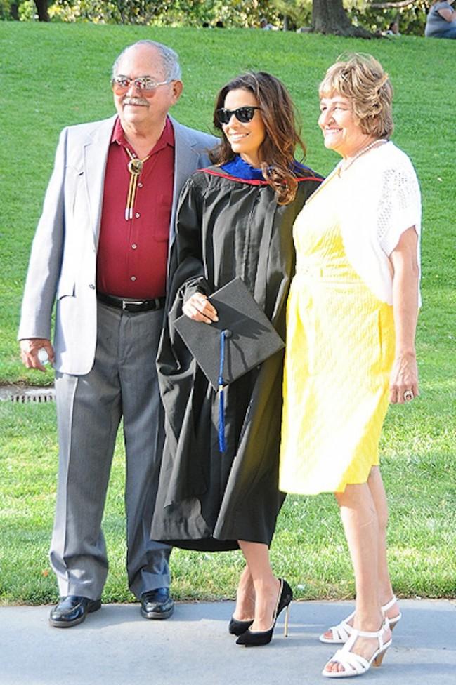 38-летняя Ева Лонгория обрела диплом магистра (фото)