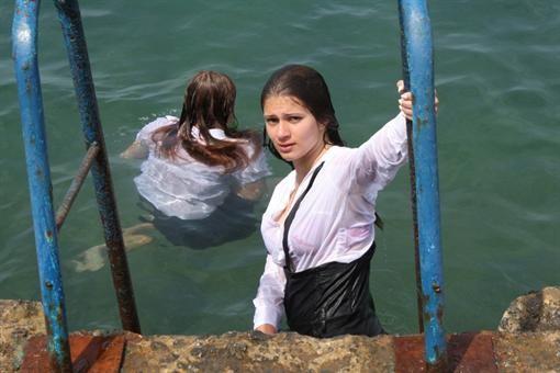 В Севастополе выпускники плескались в море (ФОТО)