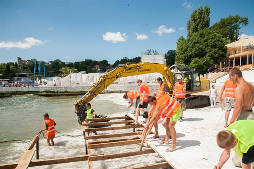 Начали уничтожать здания распространенного одесского пляжа (ФОТО)