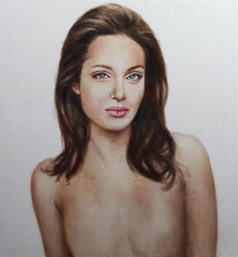 В интернет попал портрет Анджелины Джоли без груди (фото)