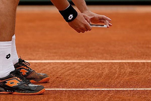 Сергей Стаховский оставляет Rolang Garros после первого поединка