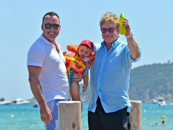Элтон Джон с семьей отдыхает в Венеции (фото)
