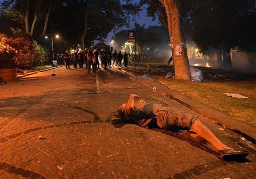 В Турции широко зажигают кабинеты управляющей партии