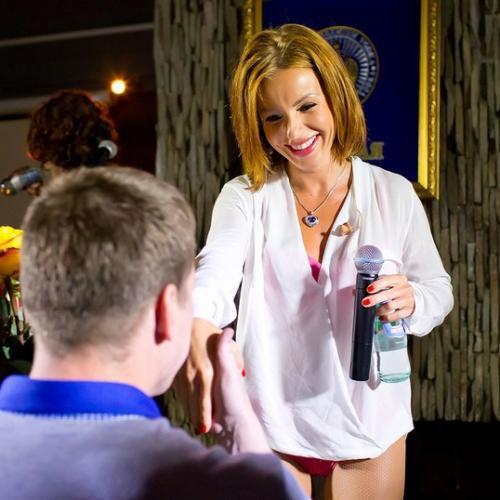 Юлия Волкова вышла на сцену в нижнем белье (фото)