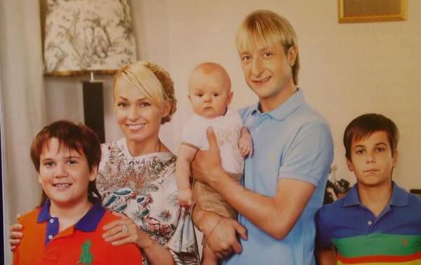 Яна Рудковская продемонстрировала всех собственных дочерей (фото)