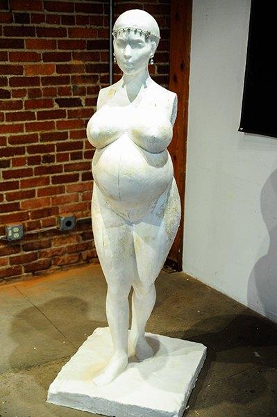 Архитектор запечатлел беременную Ким Кардашян (фото)