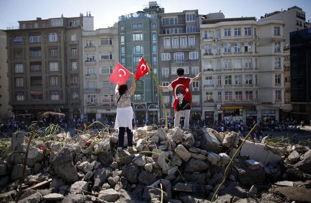 Турецкий часть начал штурм площади Таксим в Стамбуле