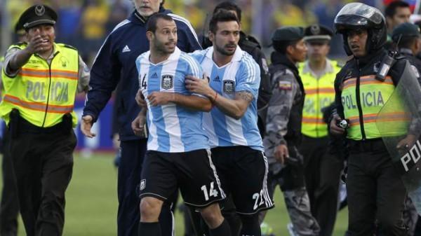 Футболист сборной Аргентины удален за неспортивное действие