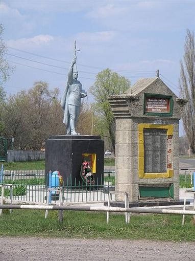 """На Полтавщине монумент """"Постоянной популярности"""" пострадал от молнии"""