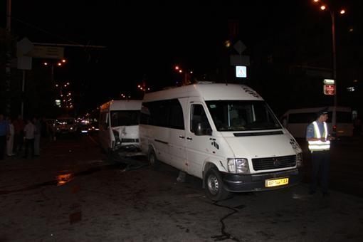 В Запорожье встретились 2 маршрутки. Изранены сотни людей