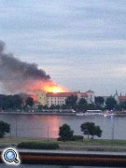 В Риге пылает президентский дворец
