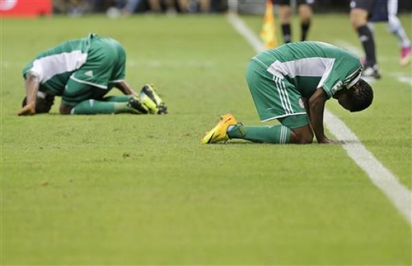Диего Форлан приносит Уругваю значительную победу над Нигерией