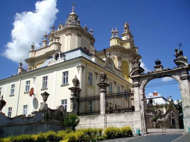 Интересные монастыри и соборы Украины