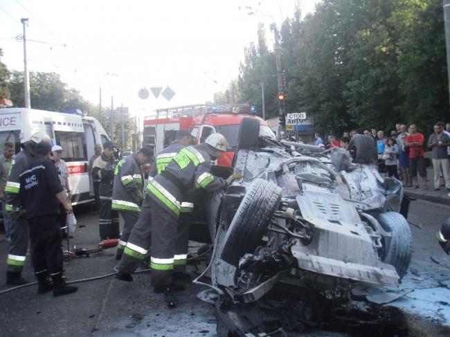 В Киеве опьяненные сбушники организовали кровоточащее ДТП (ФОТО, ВИДЕО)