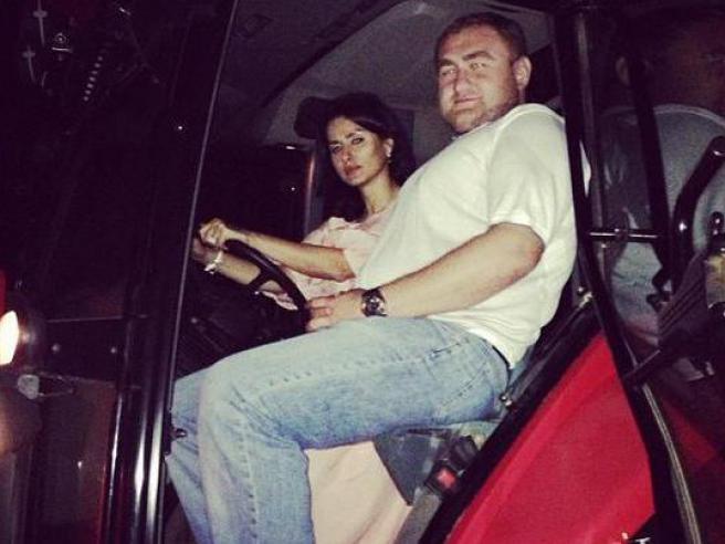 Сейчас Тина Канделаки ездит на тракторе (фото)