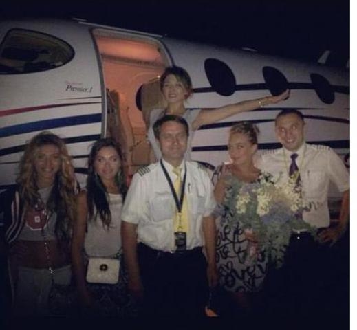 Царица из REAL O обучалась распоряжаться самолетом (фото)