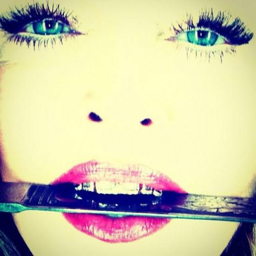 Мадонна украсила собственные зубы золотом и алмазами (фото)