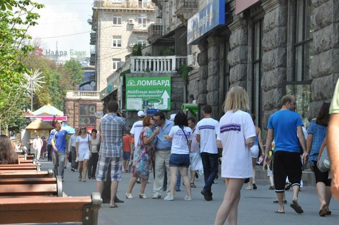 В Киеве прошел День поцелуя и рок-концерт при участии «звезд»