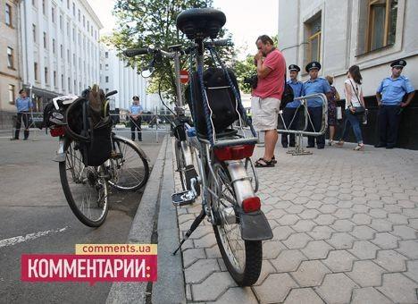 Велосипедисты требуют снабдить им безопасность на автодорогах