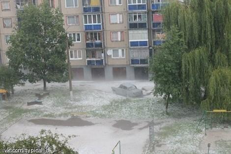 На Прикарпатье упал большой град (ФОТО)