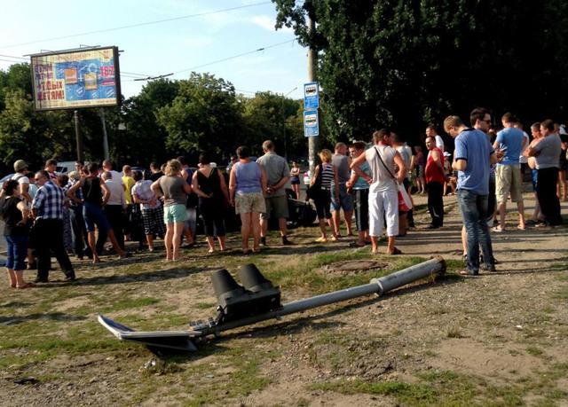 В Харькове автомобиль сшиб 3-х девушек