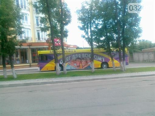 Во Львове автобус оснастили под магазин одежды