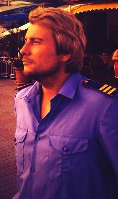 Анатолий Басков одел полицейскую фигуру (фото)