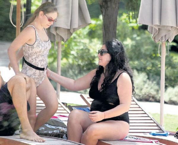 Папарацци удалось снять Лолиту в купальном костюме (фото)