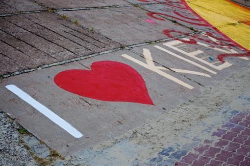 В Киеве расписали Оболонскую бульварную