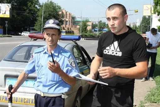 """На Донбассе совершили нападение на двоих функционеров """"Автодорожного наблюдения"""""""