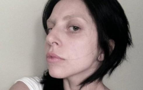 Леди Гага удивила лицом без грима (фото)
