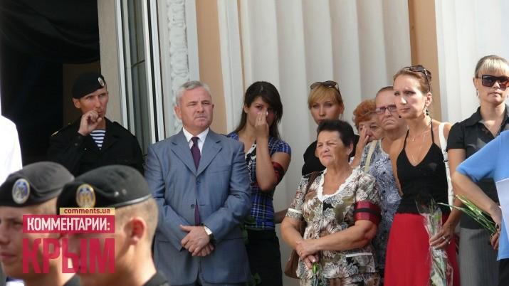 Тысячи жителей города попрощались с мертвым градоначальником Феодосии (ФОТО)