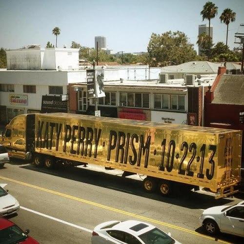 Кэти Перри оригинально анонсировала новый альбом (фото)