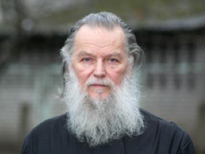 В Пскове душевнобольной зарезал известного священника