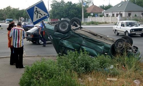 В Мариуполе перевернулось авто