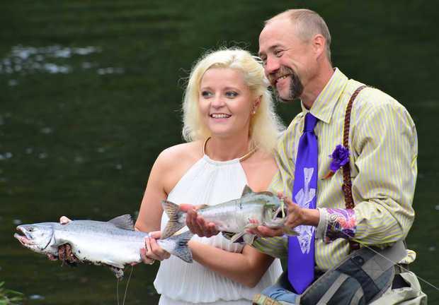 Вот она — оптимальная жена для завзятого рыболова (ФОТО)