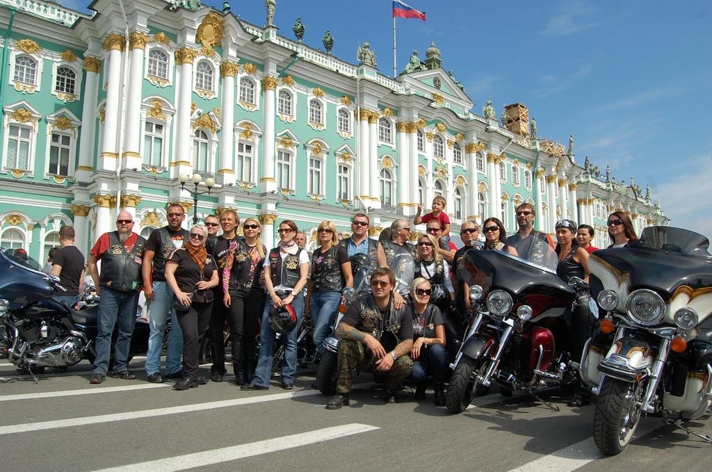 В Петербурге проходит величественный пир байкеров