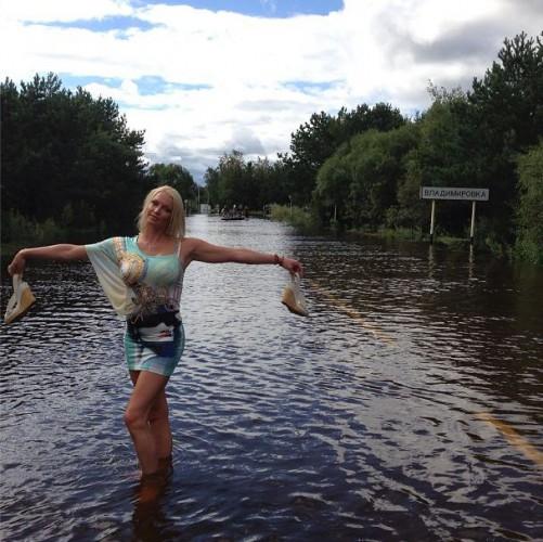 Волочкова удивила фотосессией в потопленном Приамурье