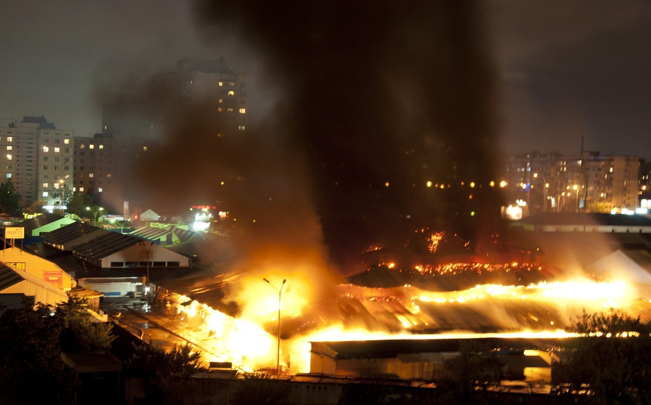 На станции Героев Днепра горит рынок ФОТО + ВИДЕО