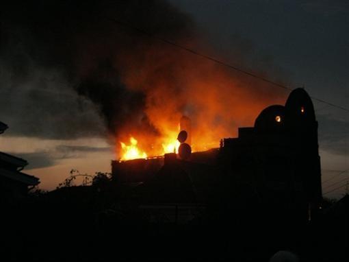 В Донбассе сгорел коттедж кочевого дворянина (ВИДЕО)