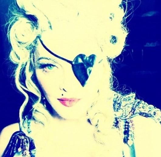Мадонна заметила юбилей с одним глазом (ФОТО)