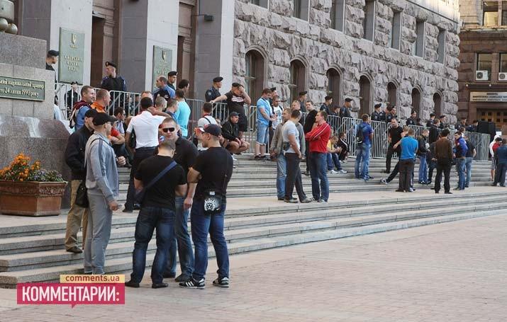 Парламентарии Киевсовета силой старались пробиться на работу